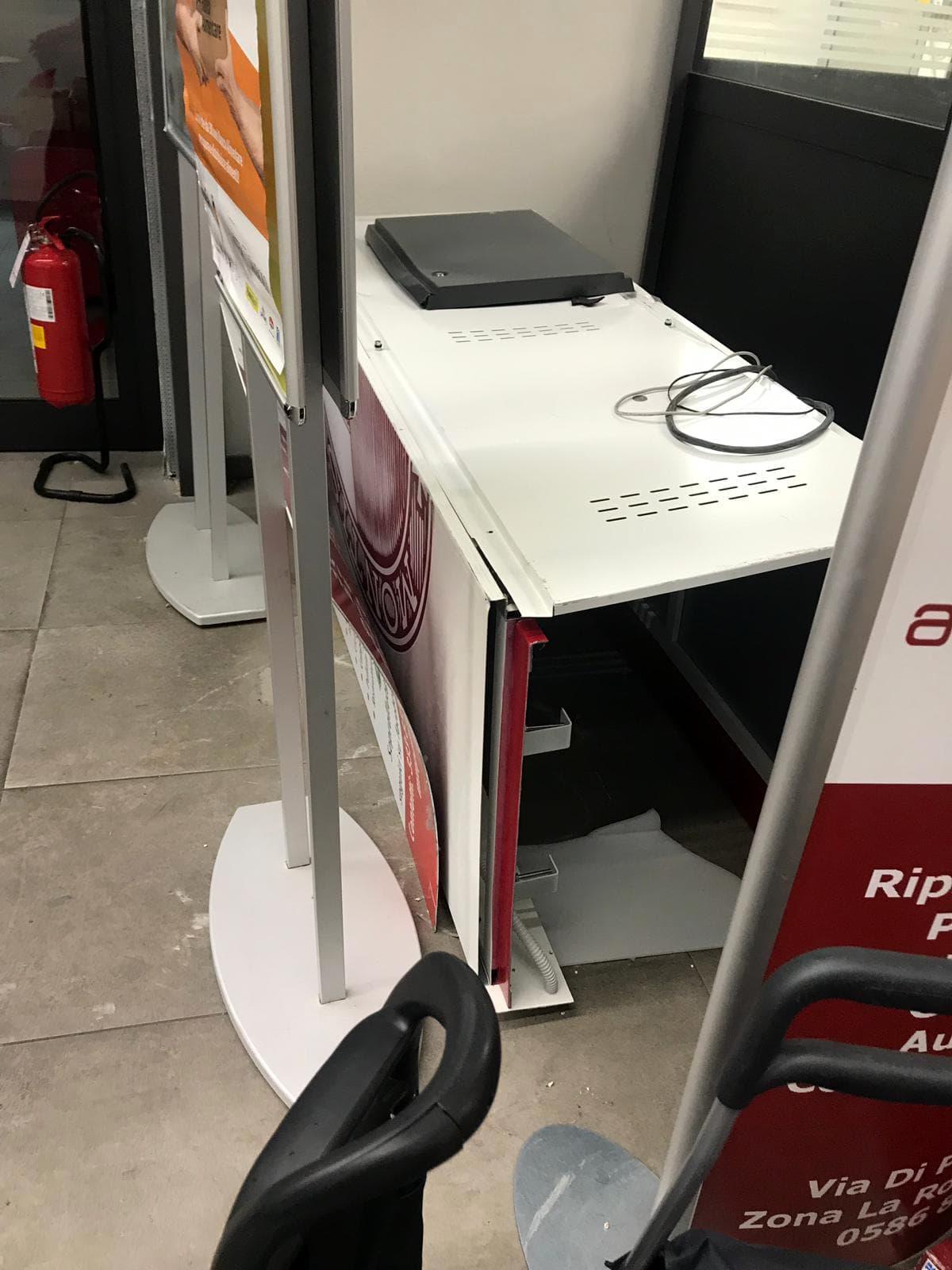 Il bancomat oggetto di furto
