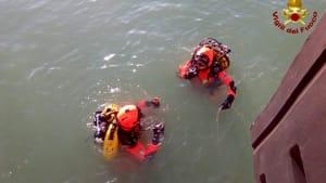 barca affondata rigassificatore (2)-2