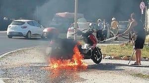 motorino a fuoco alla rotonda (1)-2