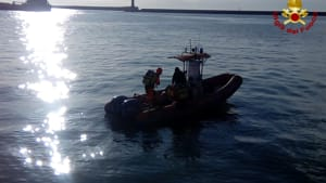 barca affondata rigassificatore (4)-2
