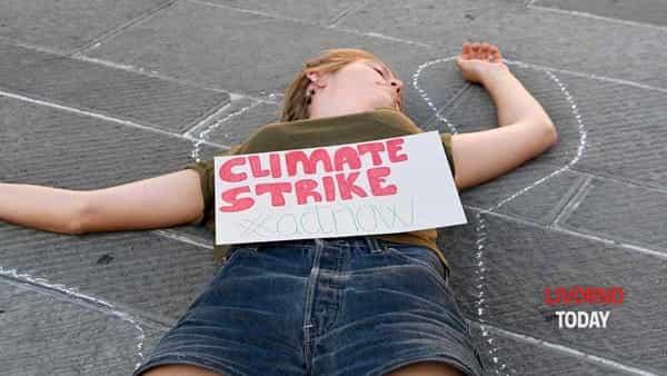 Global Strike Week, in piazza Grande il flash mob dei giovani in difesa del clima