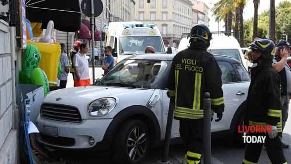 incidente viale italia edicola strillone (8)-2
