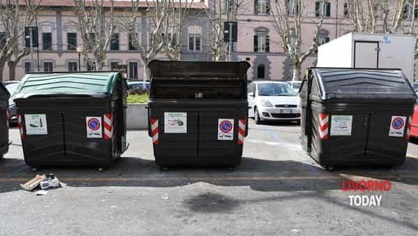 rifiuti cassonetti piazza Mazzini (2)-2