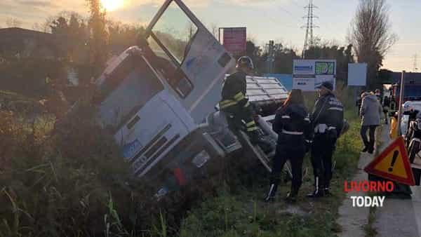 camion sbatte sottopasso (3)-2