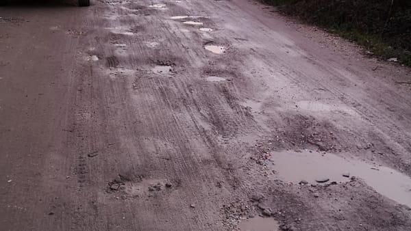 L'asfalto in via Aiaccia