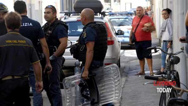 intervento polizia vvf via terrazzini (4)-2