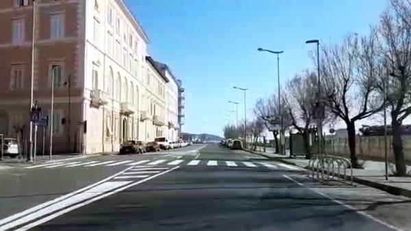 """Coronavirus, il sindaco sul lungomare e per le strade di Livorno: """"Pochissimi trasgressori, orgoglioso dei livornesi"""""""
