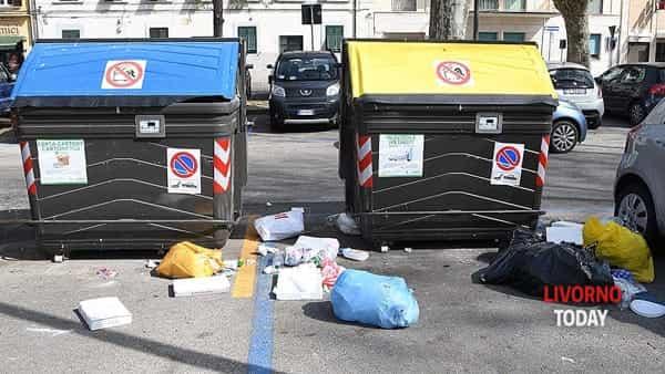 rifiuti cassonetti piazza Mazzini (1)-2