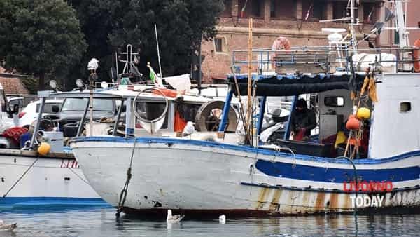 pescatori pescherecci lavoro-2