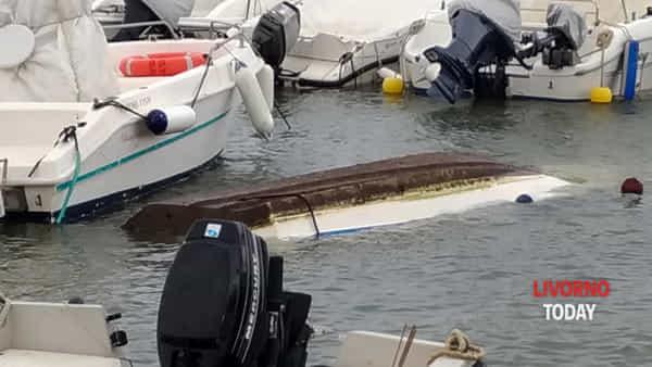 barca affondata moletto antignano-2