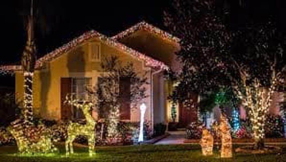 Addobbi natalizi esterni come rendere scintillante la for Creare la propria casa