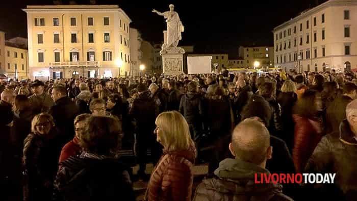 Il popolo delle sardine in piazza della Repubblica