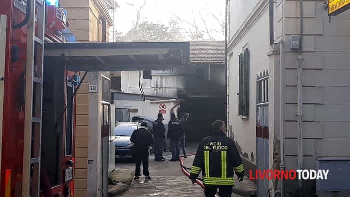 Incendio in una carrozzeria in Borgo Cappuccini