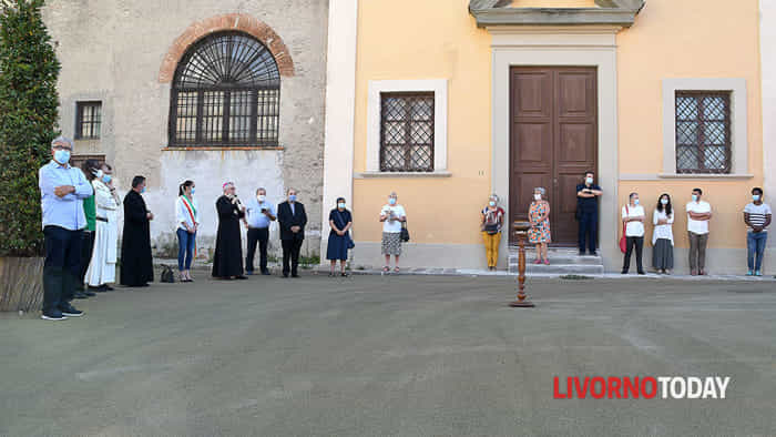 Piazza del Luogo Pio, il Vescovo celebra la preghiera dei popoli